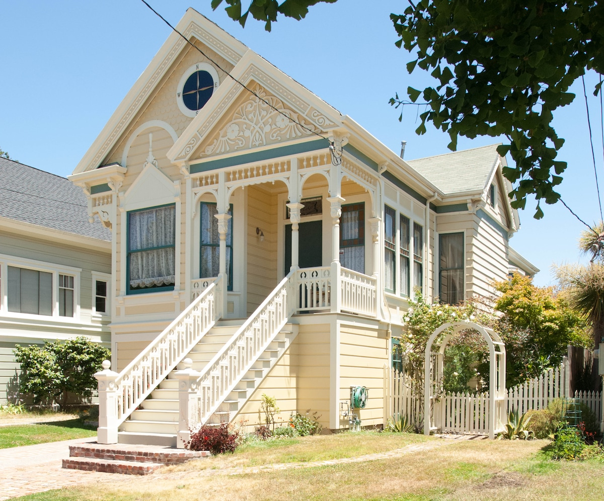 Queen Anne Victorian from the street