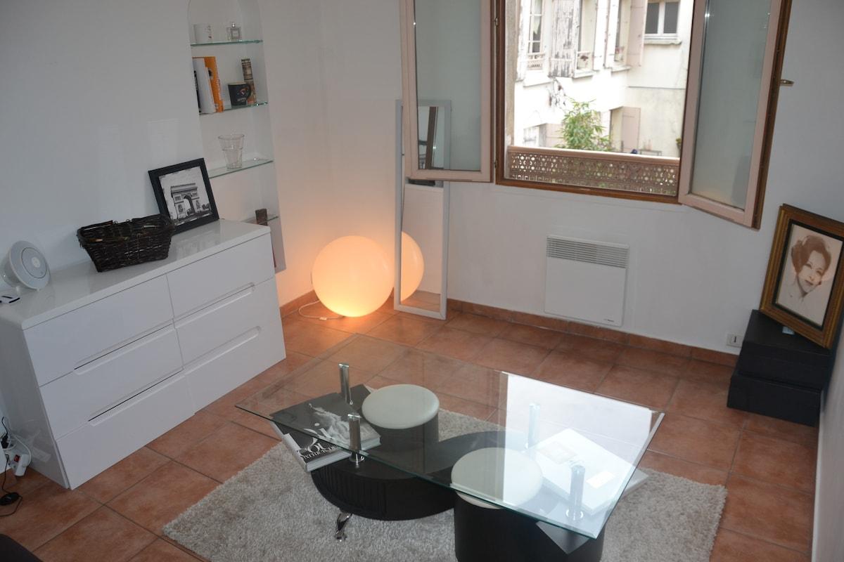 Renovated studio in Montmartre