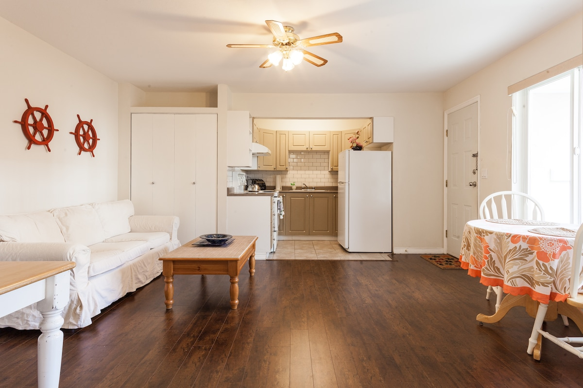 2 Bedroom Suite in House Private