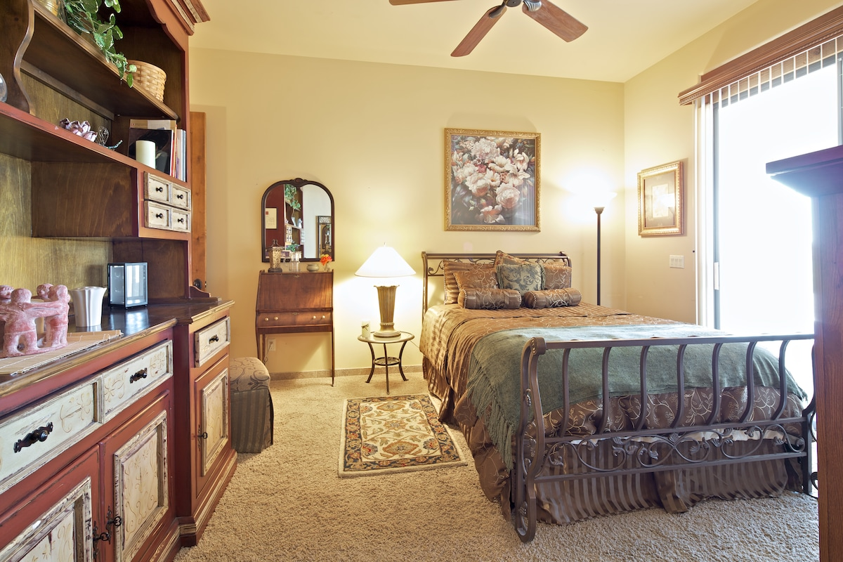 Comfortable and inviting. Direct TV in room, WiFi, fridge, microwave, toaster & coffee maker!