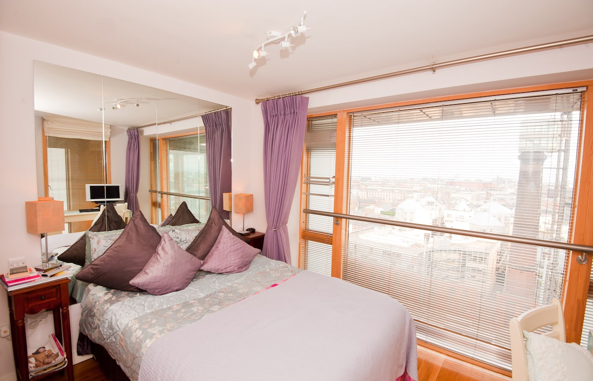 Guest bedroom with shared bathroom and views over Dublin on two sides