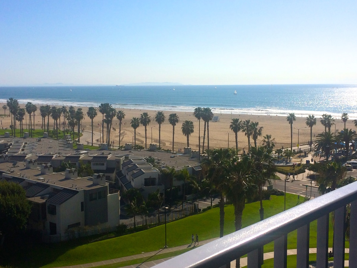 5-Star Beachfront Apt w. Ocean View