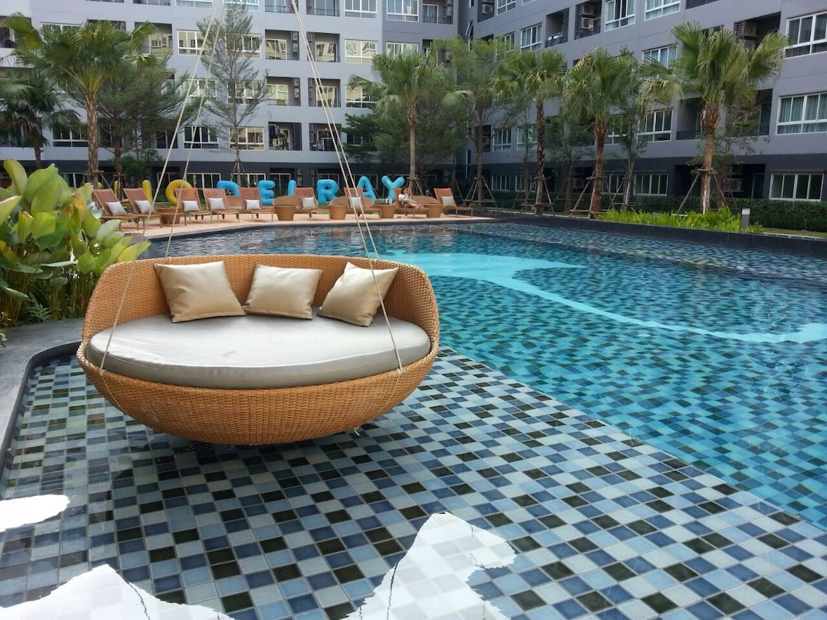 1BR Condo w/ AMAZING Poolside View!