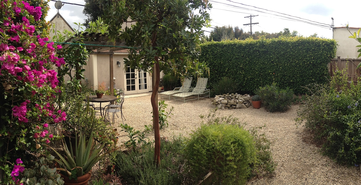Garden Cottage in the heart of LA