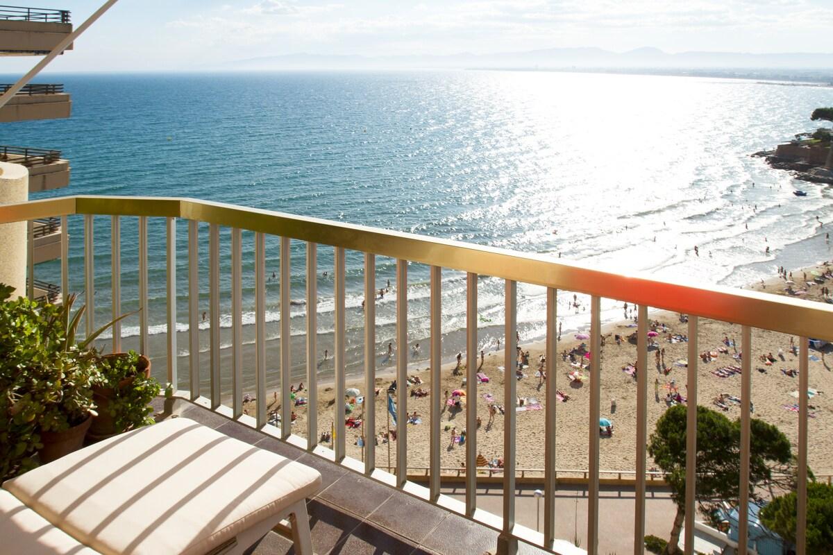 Stunning apartmnt overlooking beach