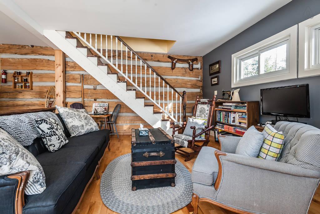 Settler's Loft + Hudson's Hideaway