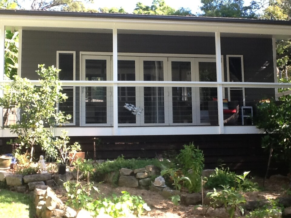Backyard cabin by lovely Pittwater
