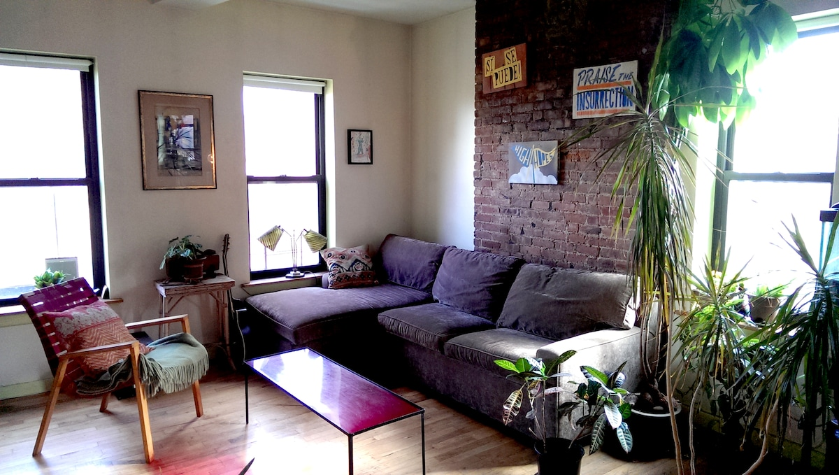 LARGE ROOM IN 2 BED DOWNTOWN NYC