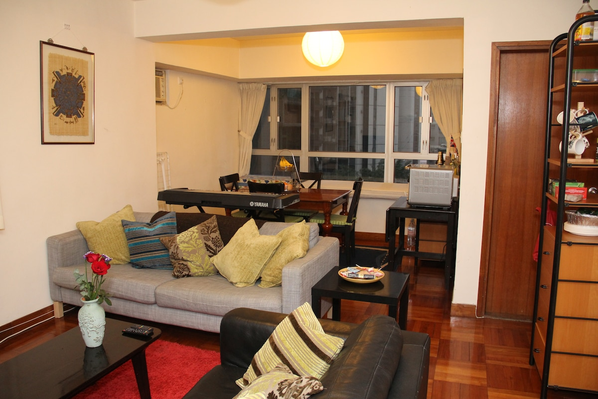 Spacious Double Room in Midlevels