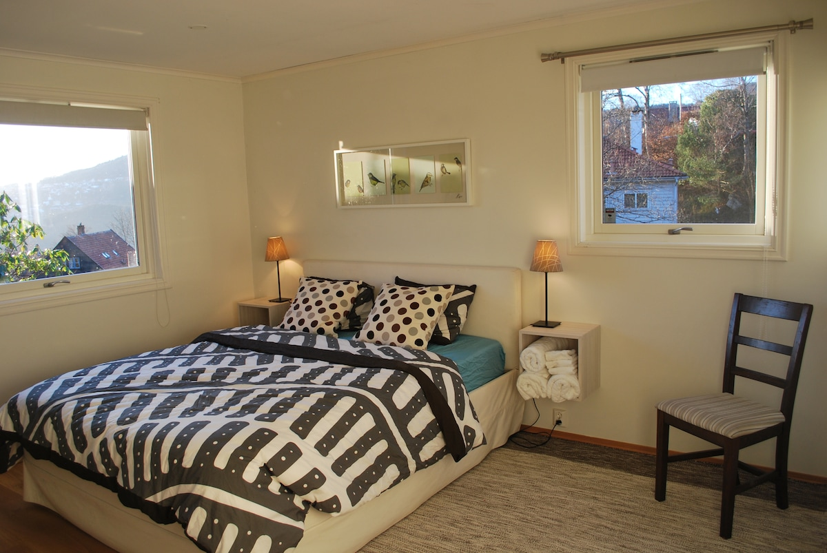 1-5 B&B, calm, woods, view, private