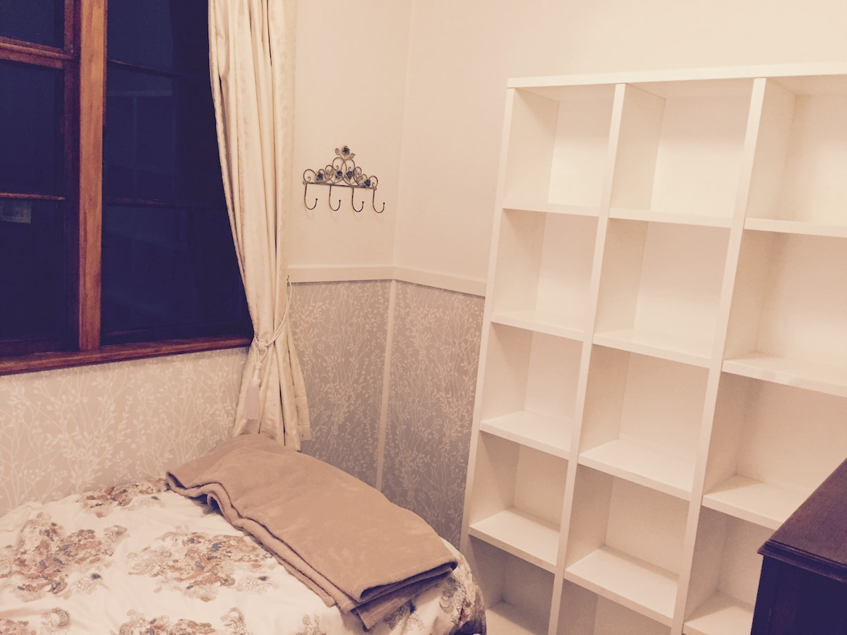 SINGLE ROOMS FOR GIRLS (C)