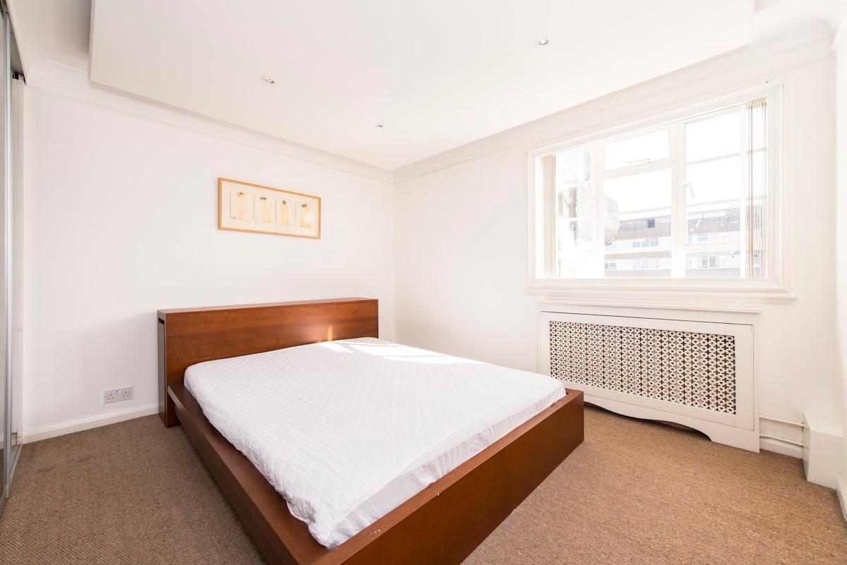 Bright room near Paddington station