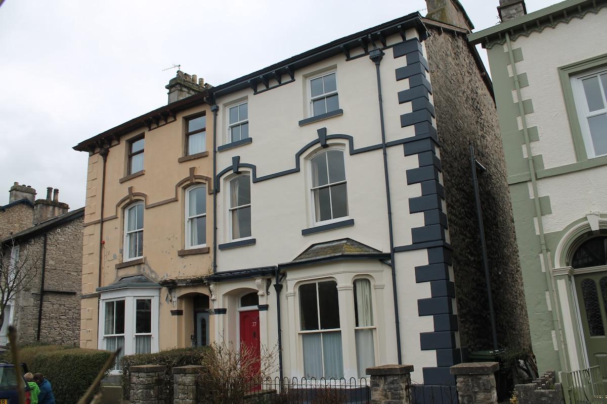 Victorian House & Castle Hill Views