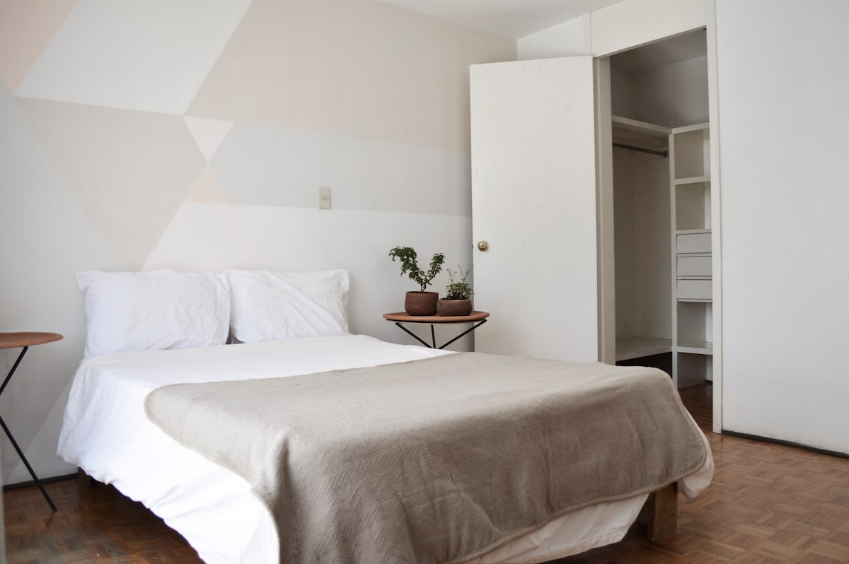 Beautiful double bedroom in Roma