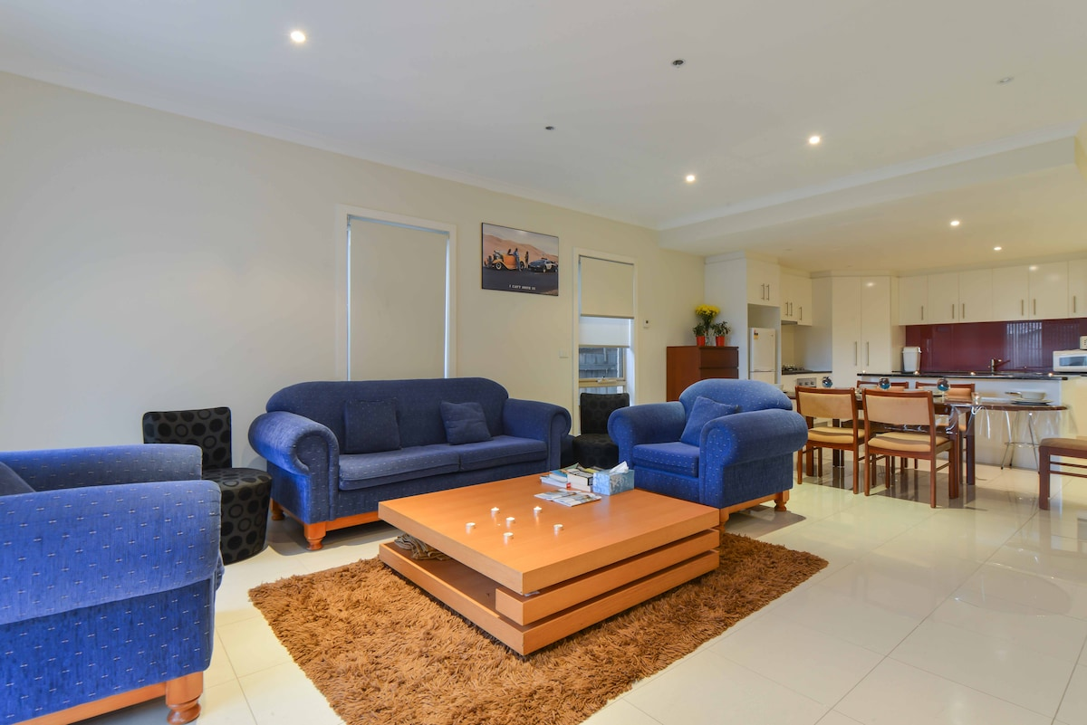 Boutique Stay - 3 bedroom townhouse