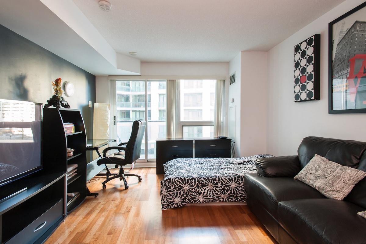 Bachelor unit - downtown Toronto