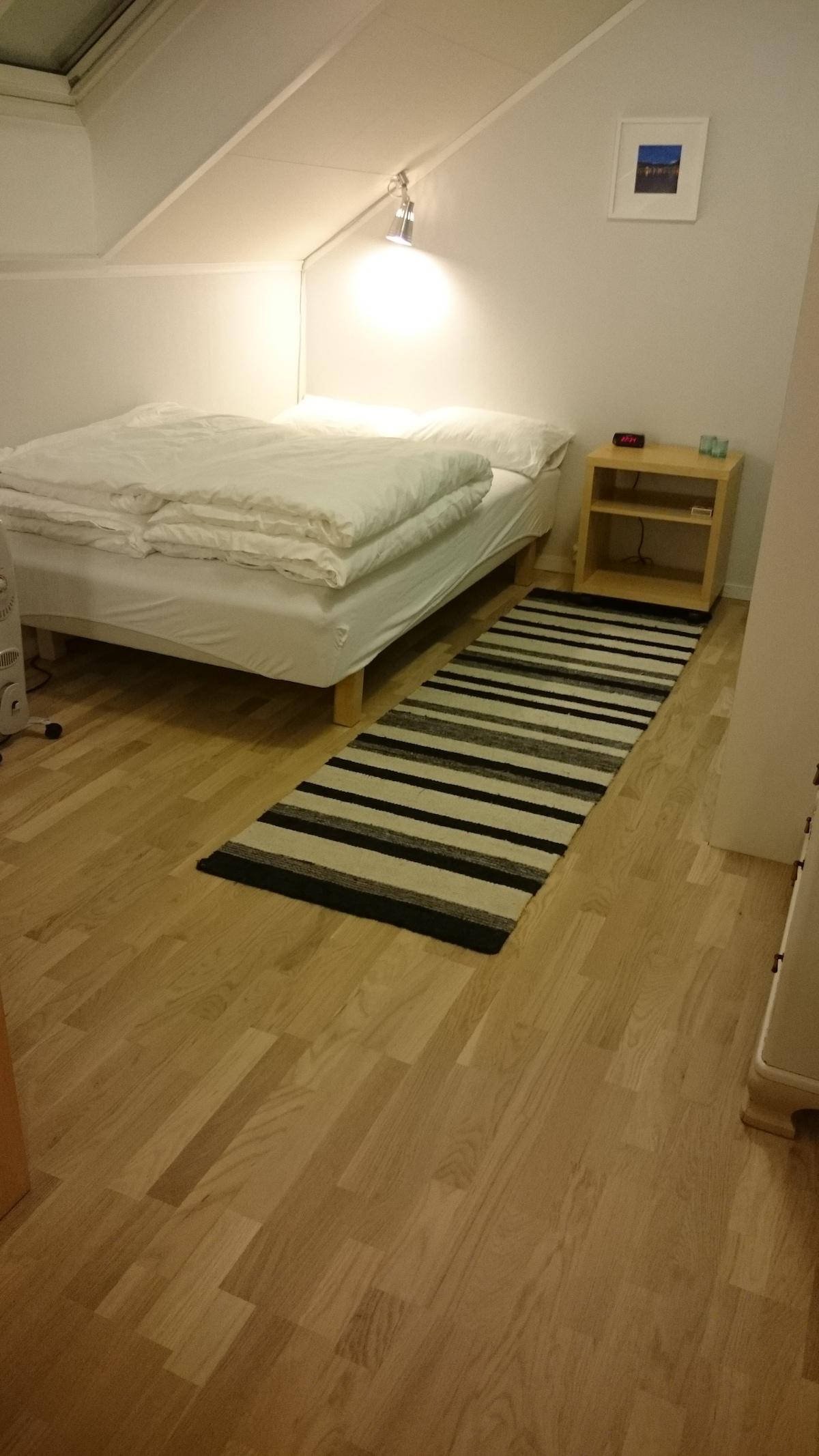 New wood floor (oak) and new carpet!