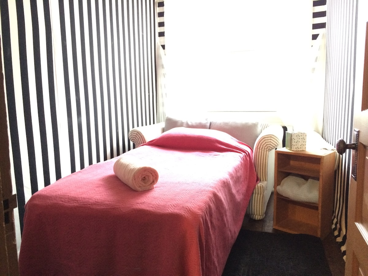 STRIPED ROOM in Observatory Hill
