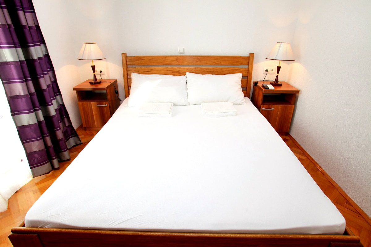 Initimate Room in a Trogir Villa 4