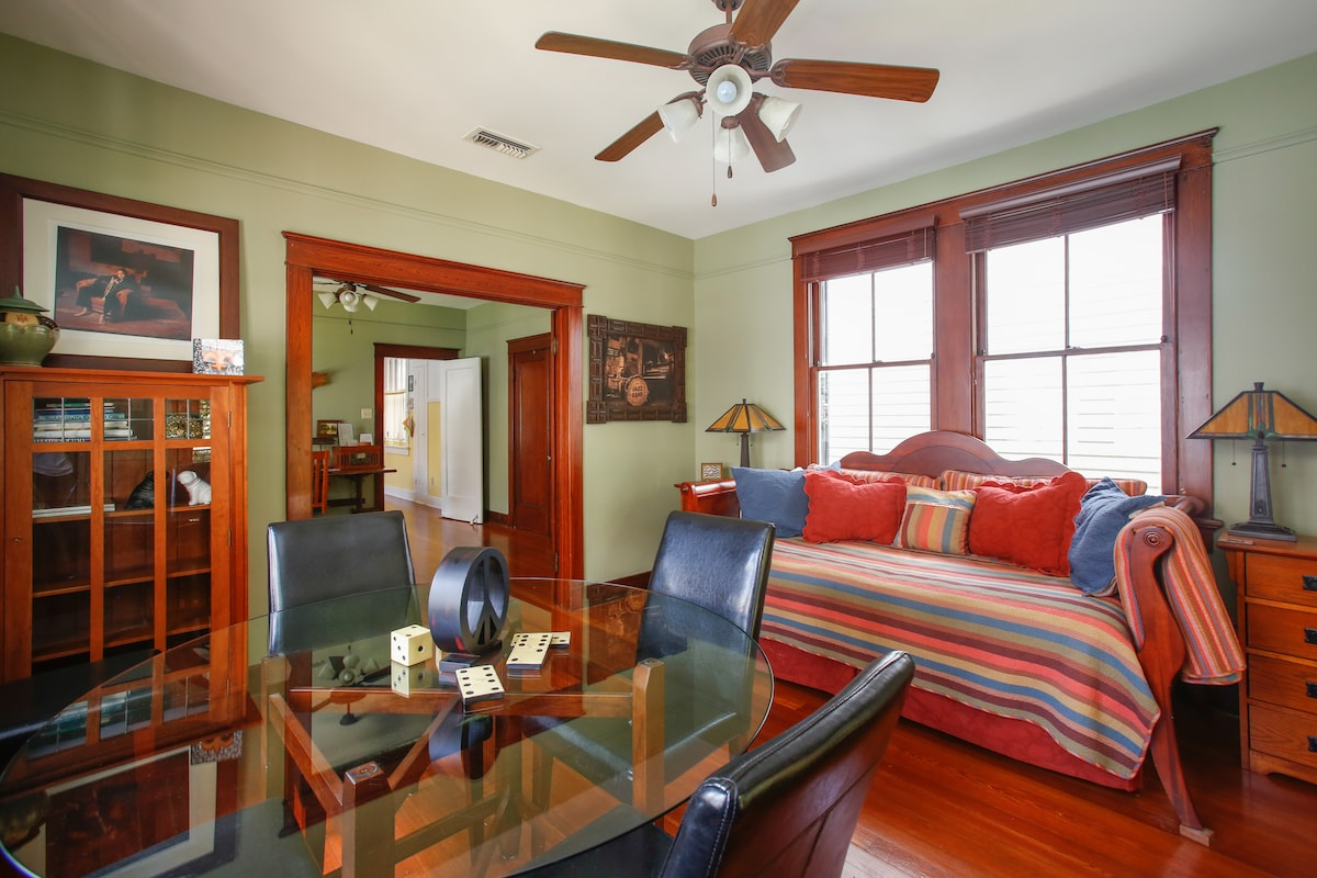 Front room with large dining table and the daybeds.