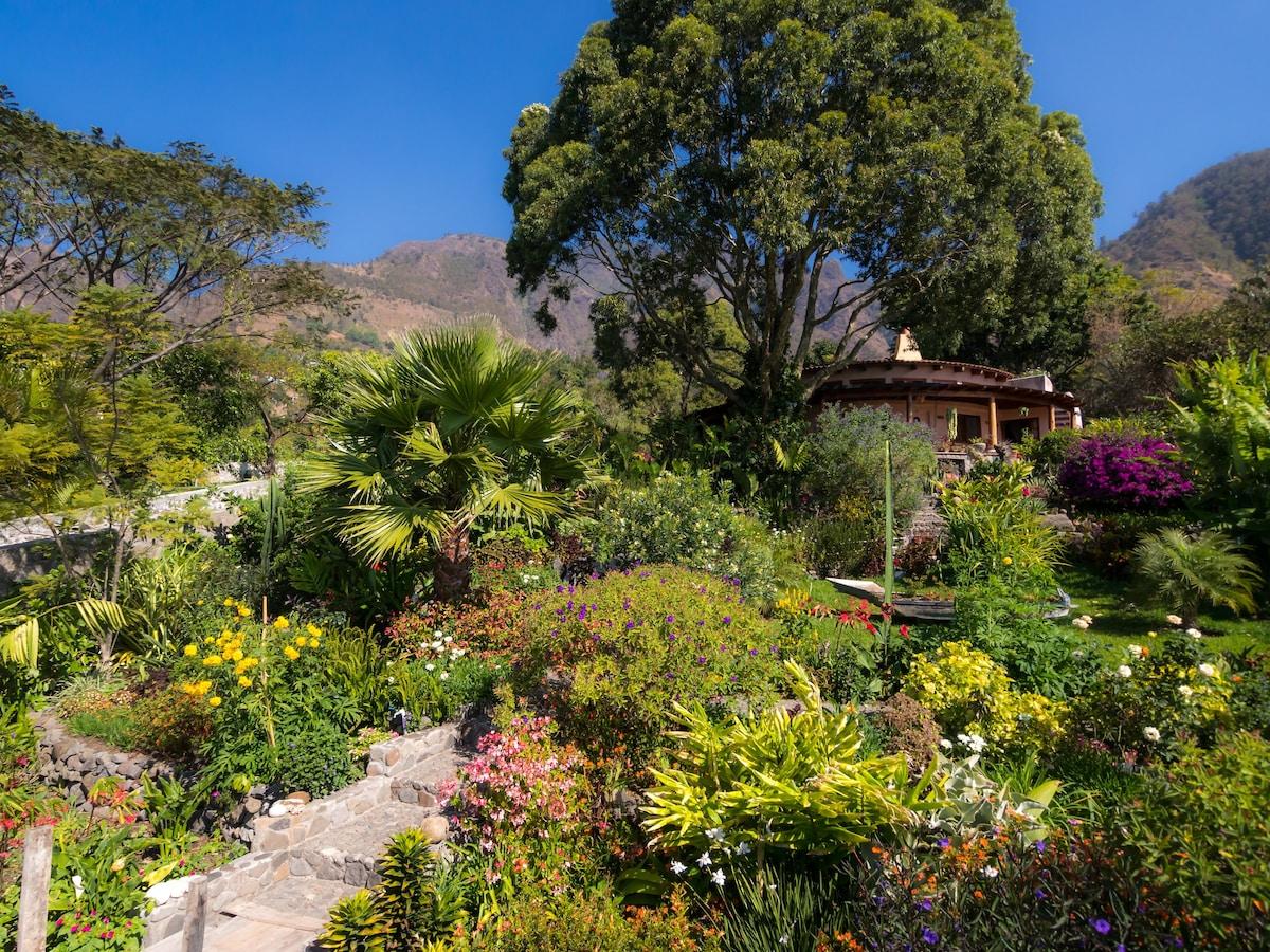 Welcome to Las Vistas!  Photo by David Simon