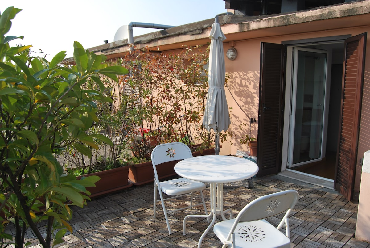 Room with terrace in Central Milan