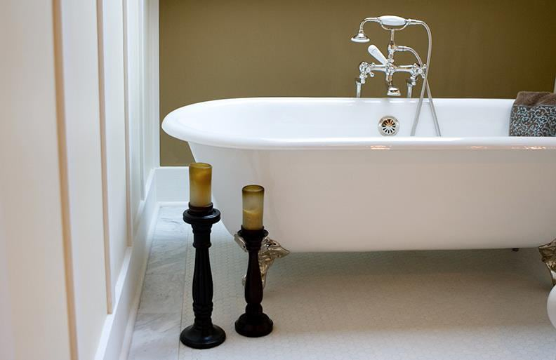 Soak under the stars... four foot skylight above! awesome claw foot tub!