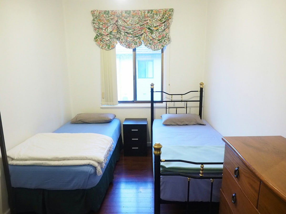 Affordable Central CBD 2 single bed