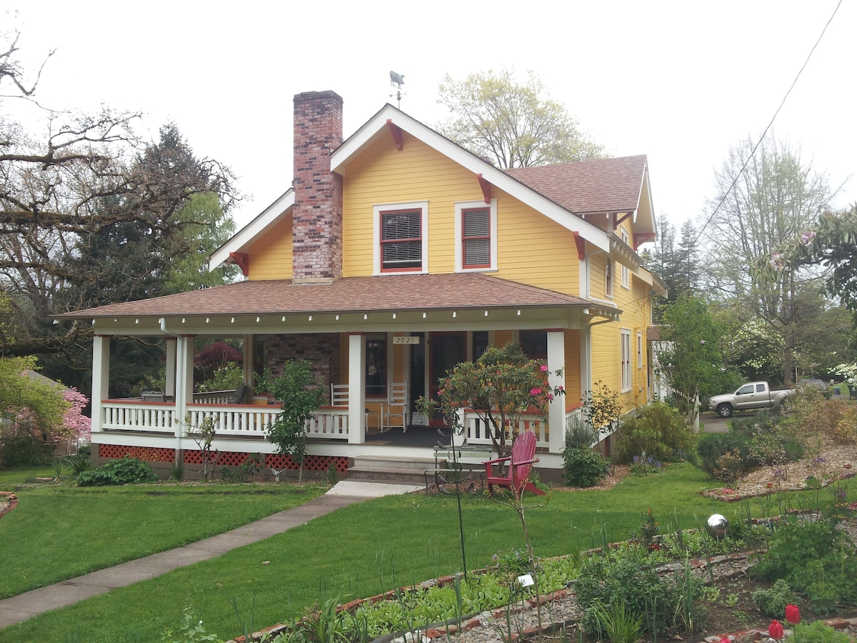 Cid's Sparrow House BnB West Room