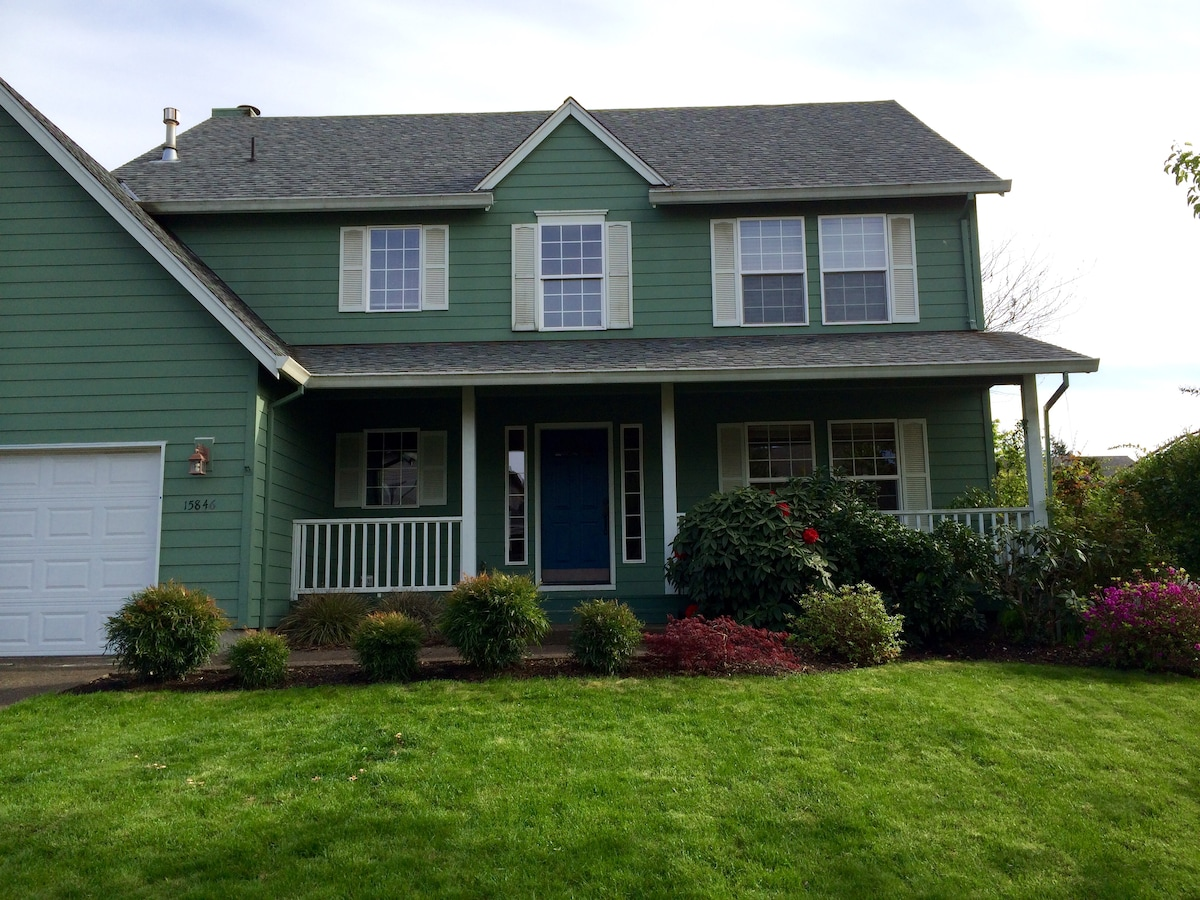 Large Warm and Cozy 4 bd room Home