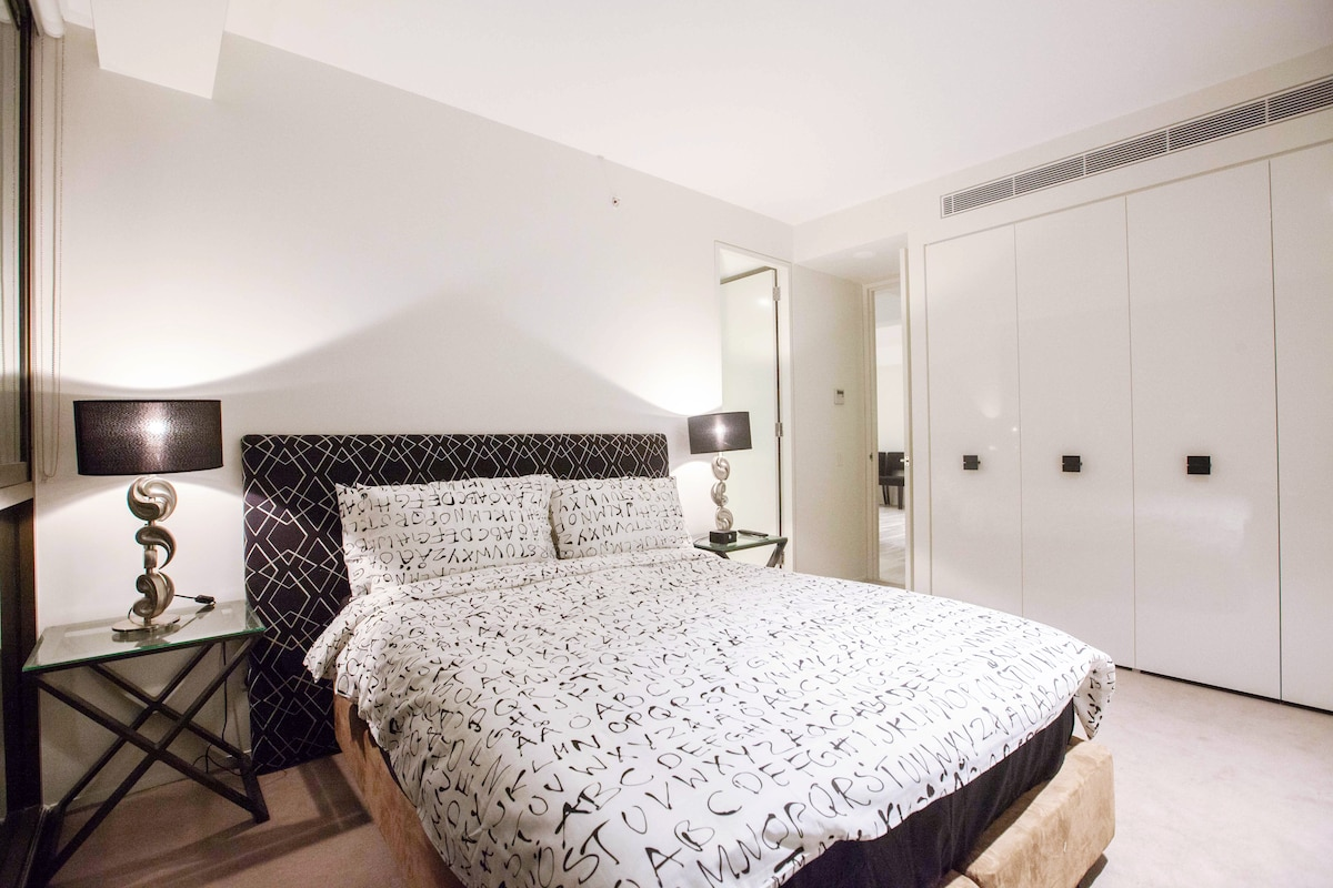 Five star 2 bedroom in Sydney CBD