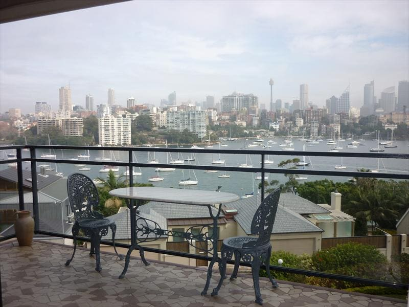 Superb views, Darling Point 2 bed