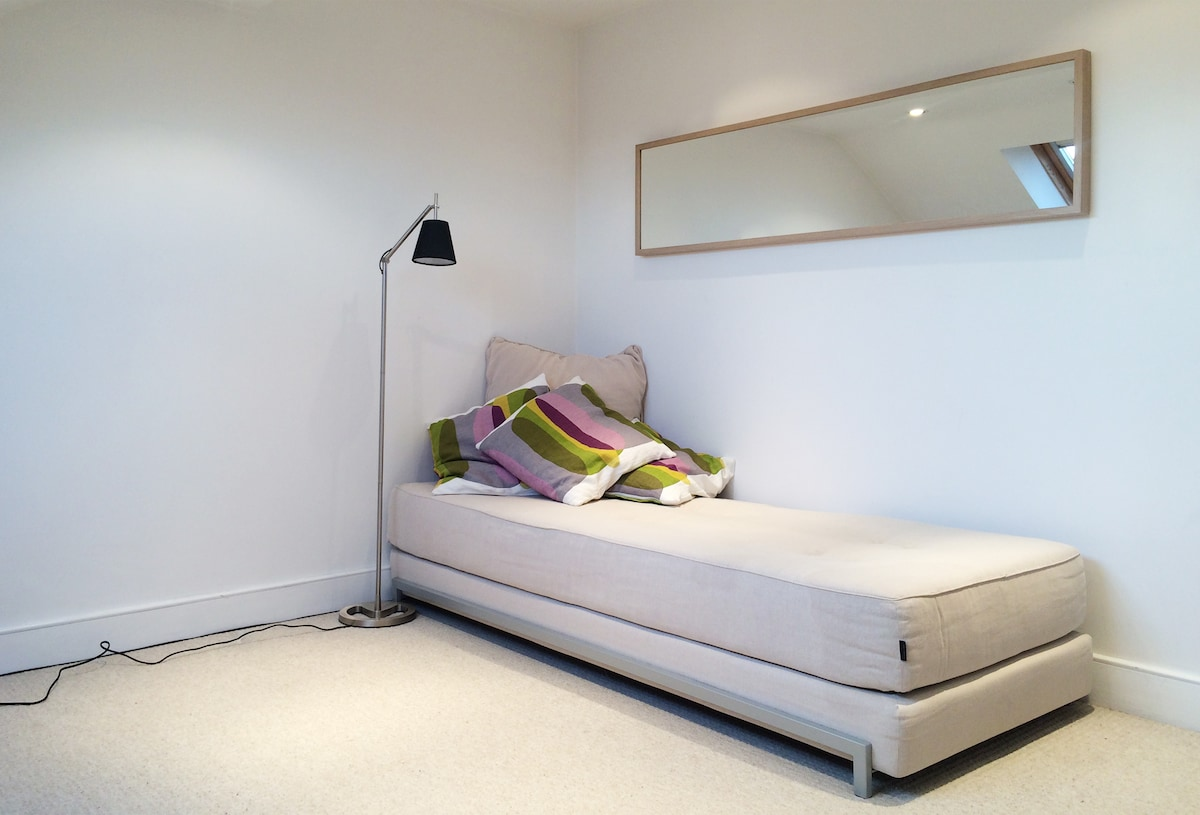 Quiet double room with own bathroom