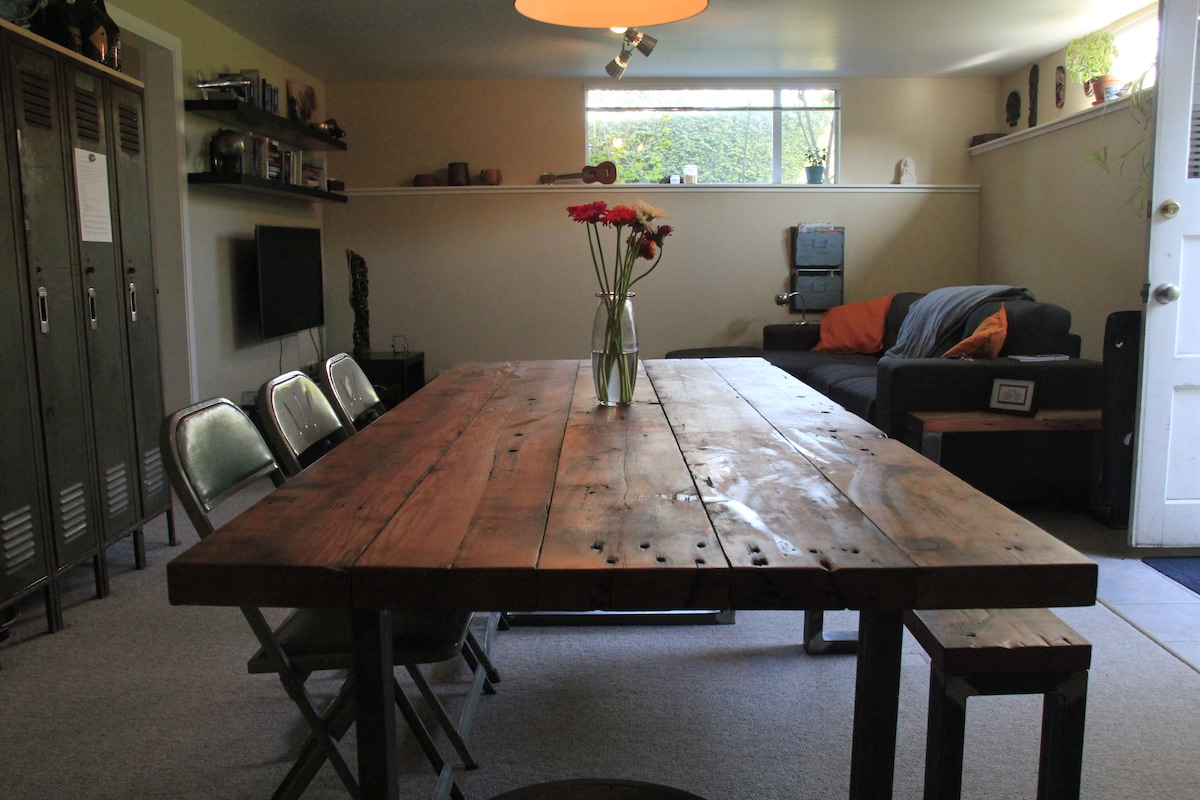 Hip 1BR Suite + Private Office