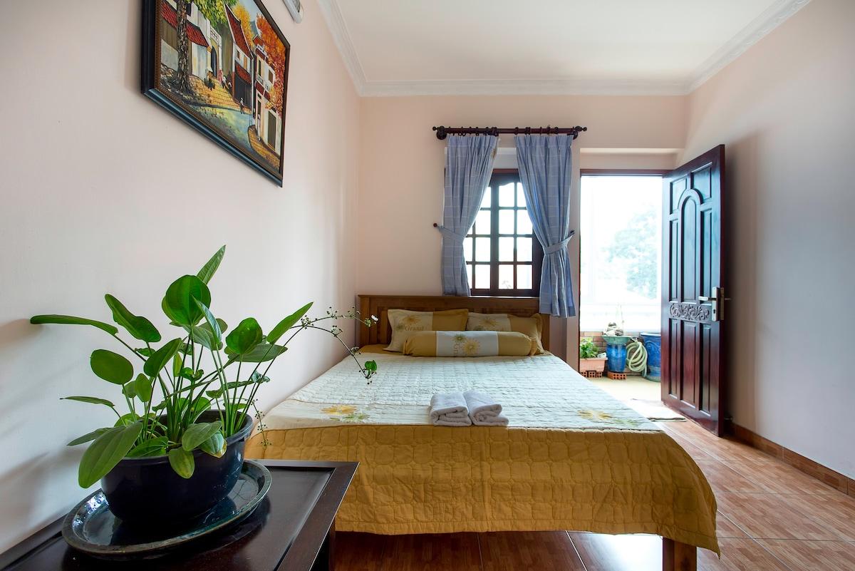 Cozy room in heart of D.1-Room 2