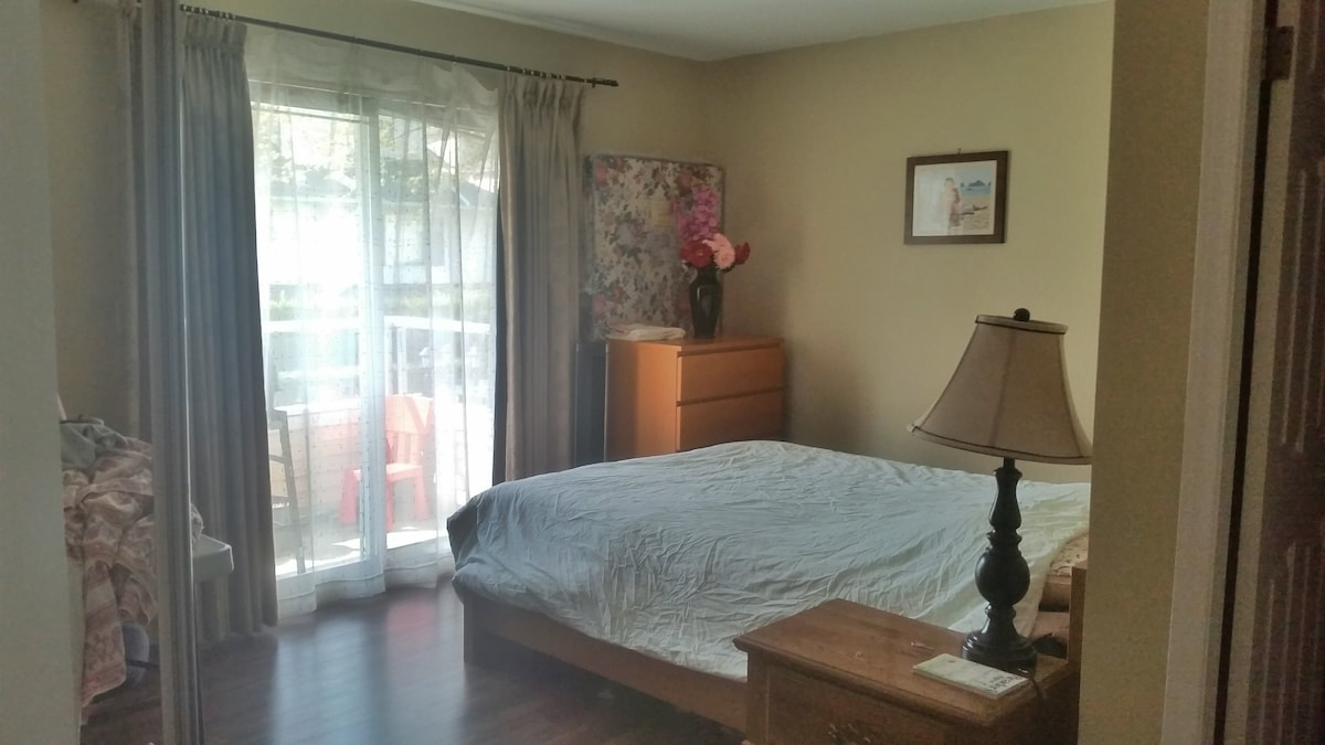Large Bedroom w/ Private Washroom!!