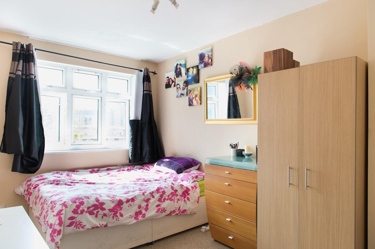 Cozy private room in strategic area