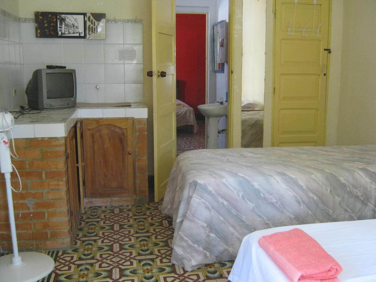 Room 1 & bathroom. Cuarto 1 y baño