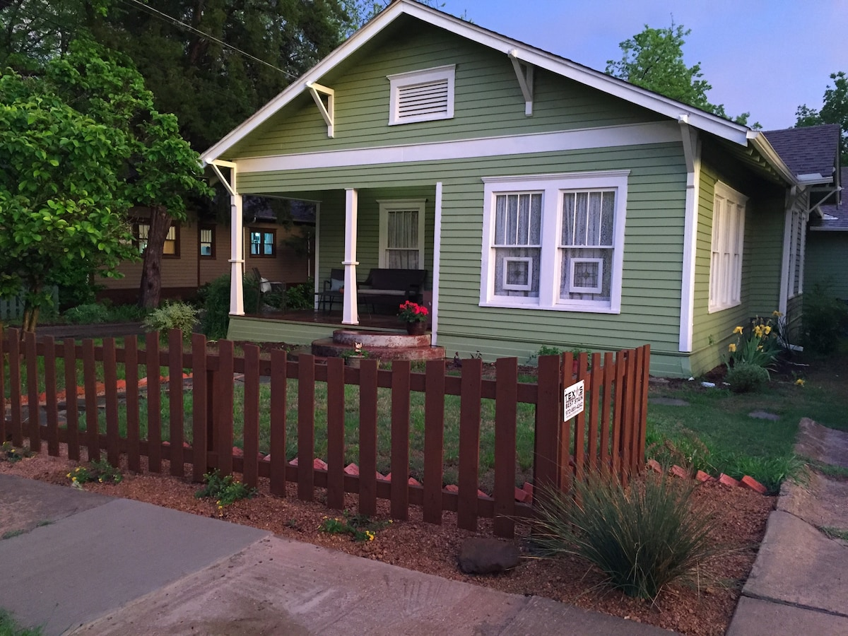 Cozy Bungalow near McKinney Square