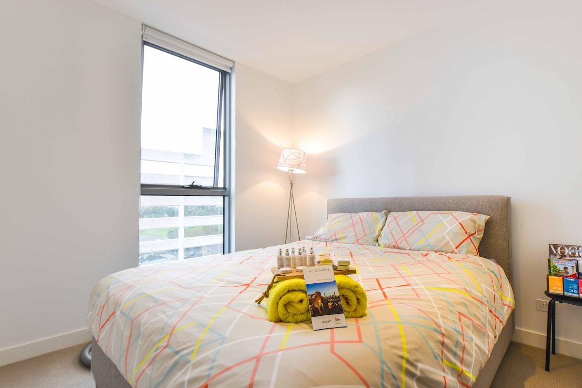 Cozy room, great location, carpark!