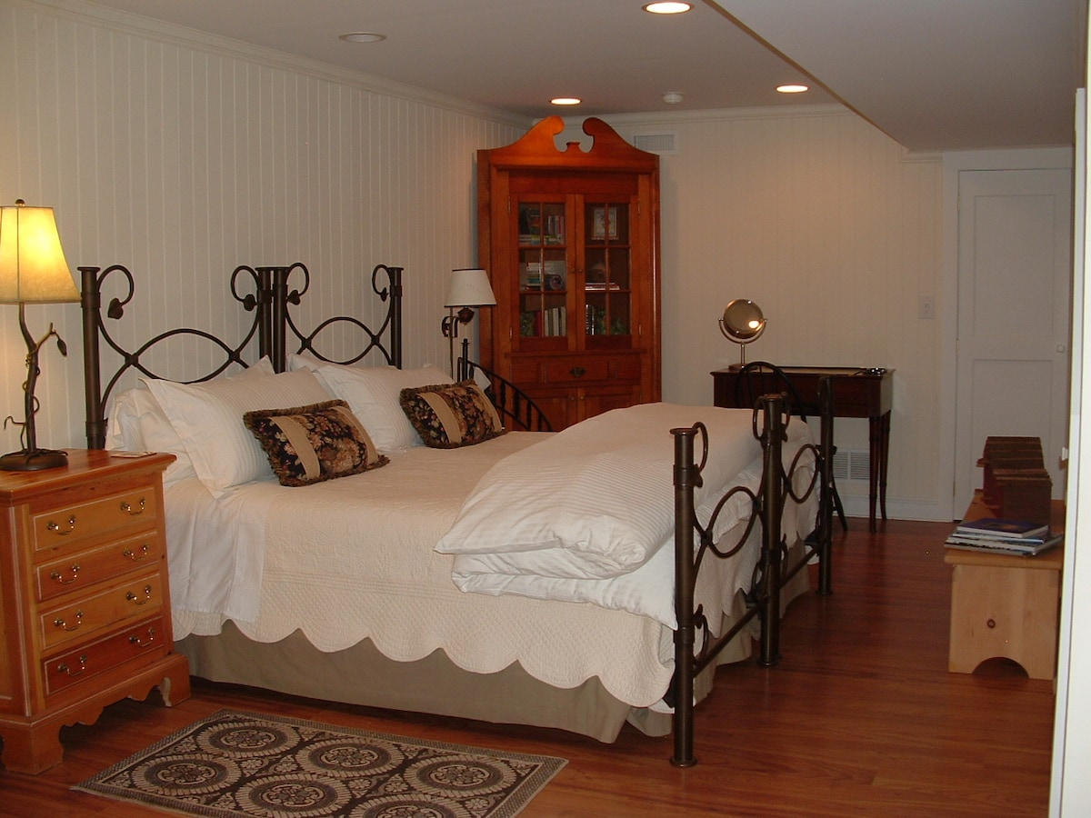 Spacious,PrivateEntrance,GuestSuite