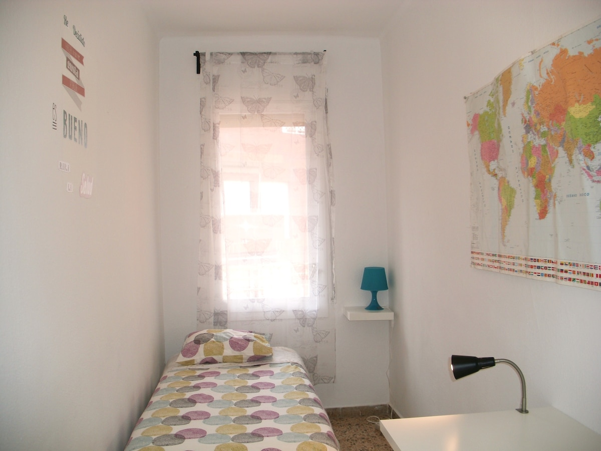 SINGLE ROOM IN THE CENTER. FOR YOU!