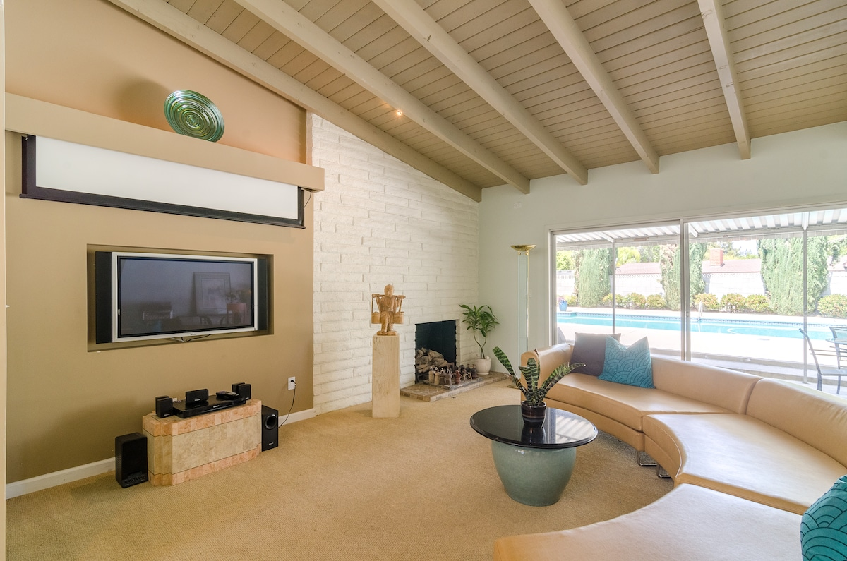 Woodland West 3+2 Bed  Pool Home!