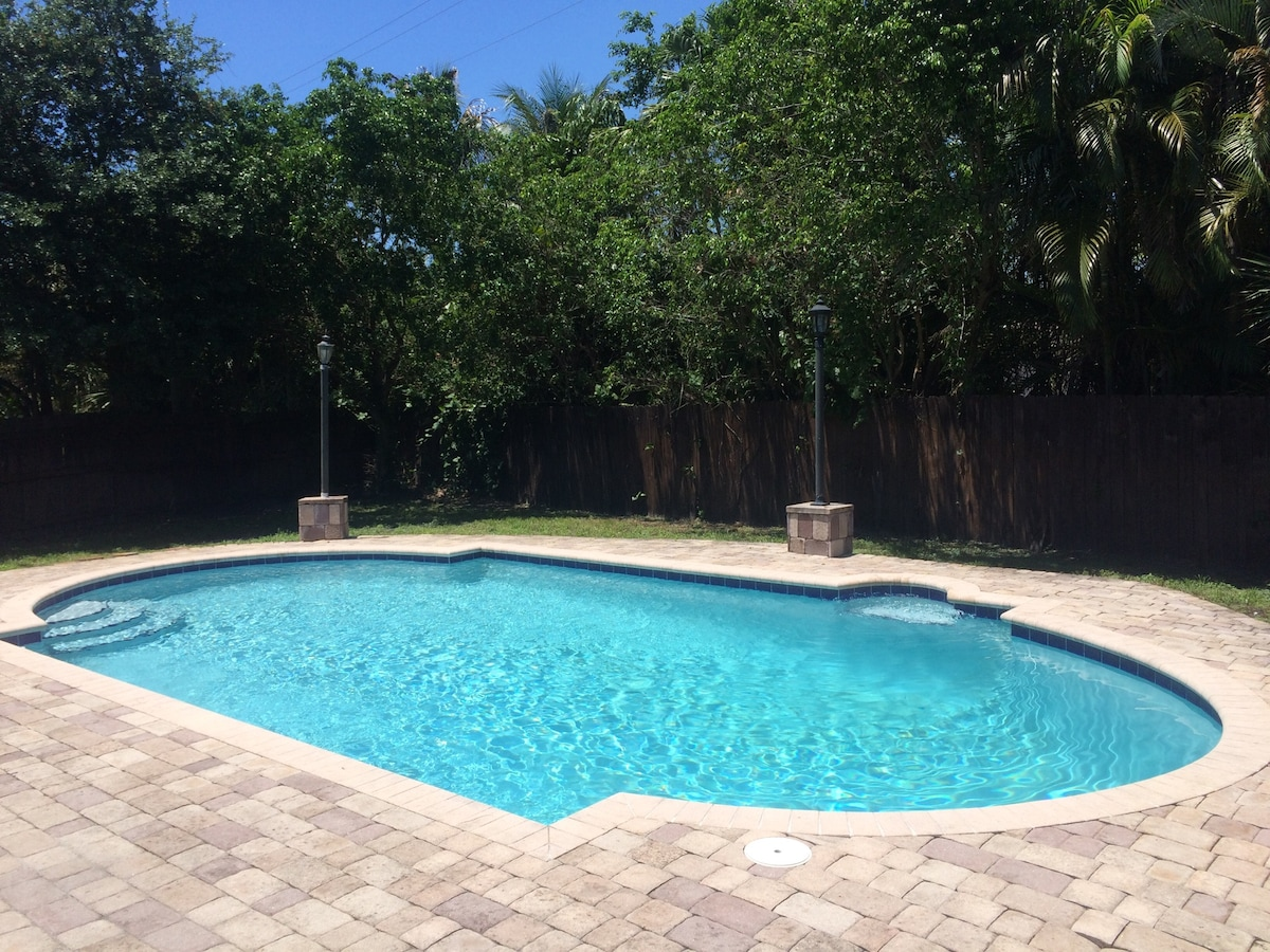3/2 POOL Home In Wilton Manors