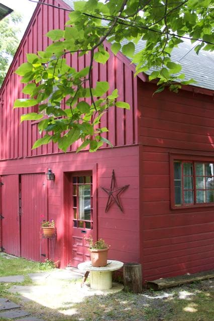 Writer's Cottage. Walk to Town