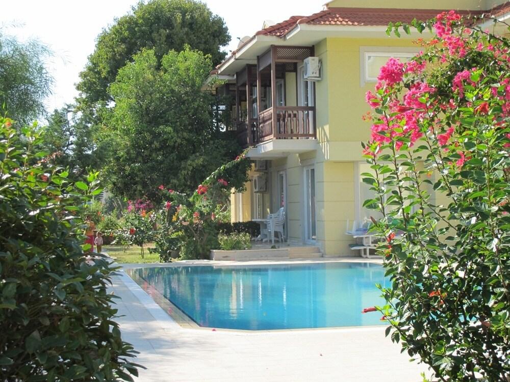 3 dbrm villa with pool B4NR