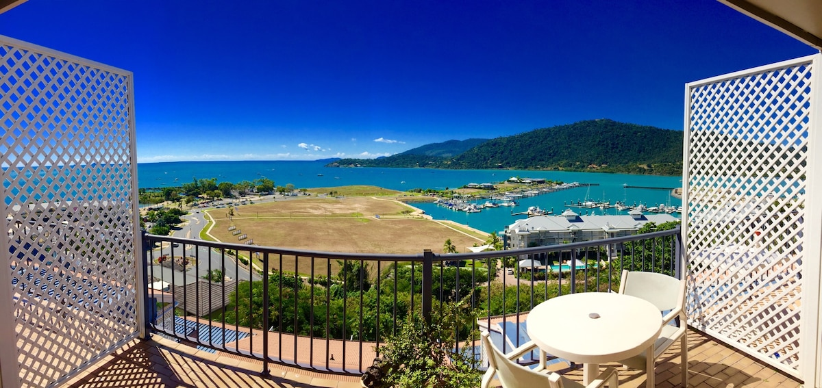 Airlie Beach Pad ~Best On The Water
