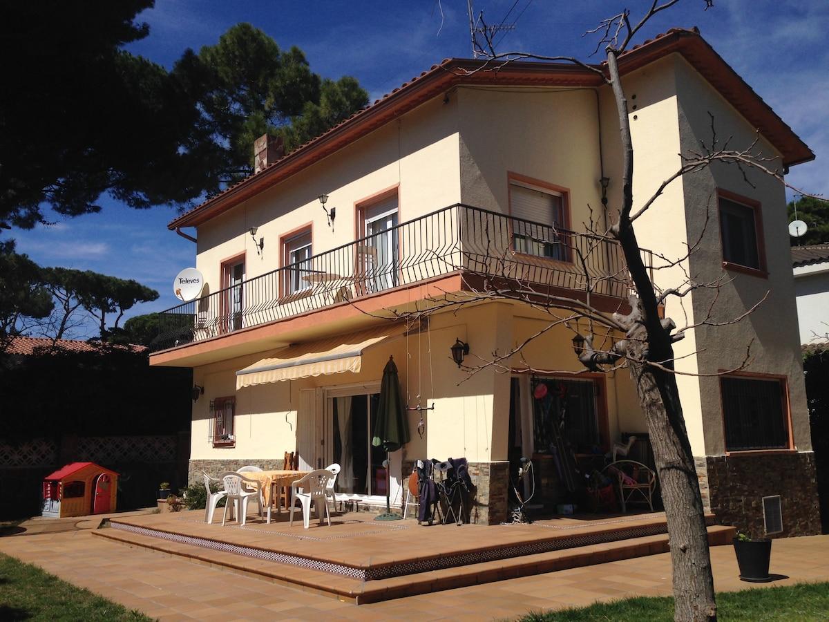 4 bedroom villa, 500m from beach