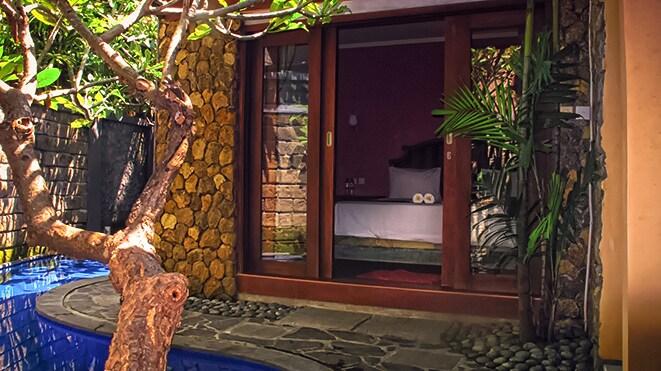 односпальный дом с бассейном