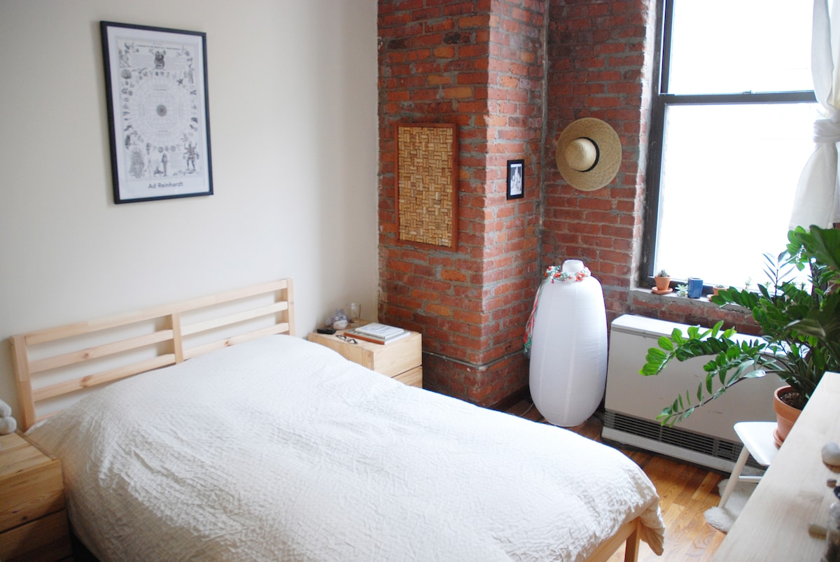 Sunny Room in S Williamsburg Loft